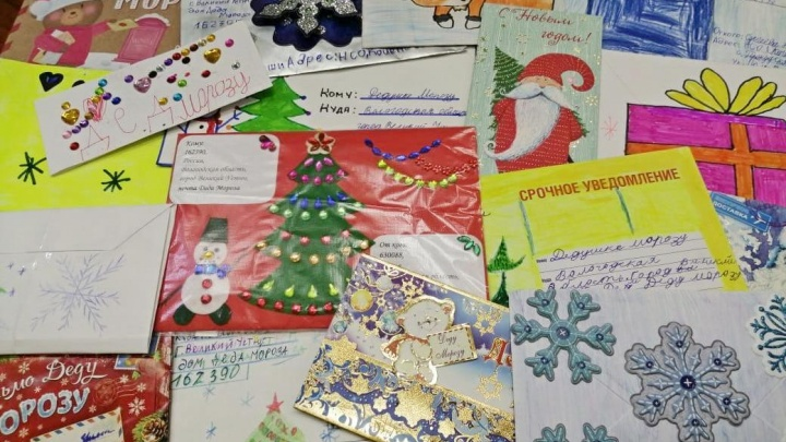 Пишут послания даже на деньгах: новосибирцы отправили Деду Морозу письма в Великий Устюг