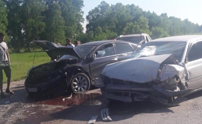 На Ордынской трассе растянулась гигантская пробка из-за столкновения пяти автомобилей