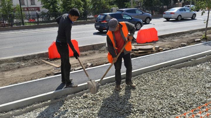 Новые велодорожки и окопы: как поменялся проспект Ленина с начала реконструкции
