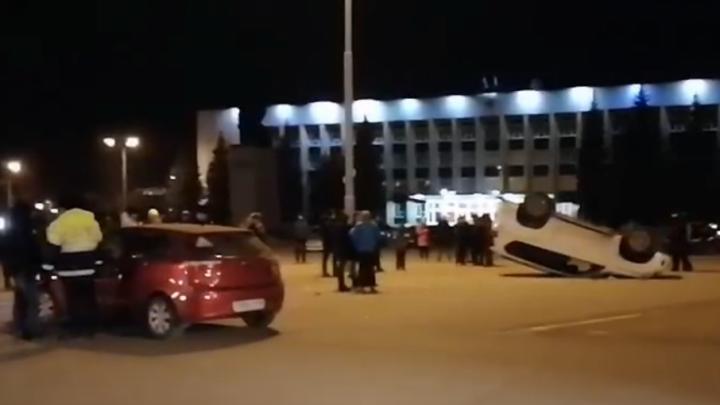 Камеры видеонаблюдения засняли, как в Башкирии иномарка таранит Land Cruiser Prado