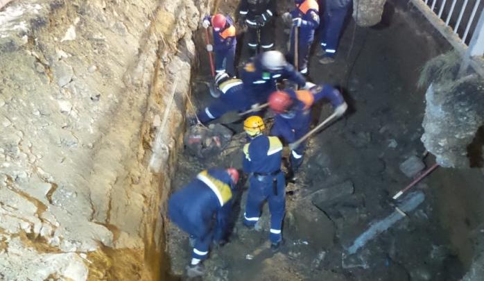 СК возбудил уголовное дело после того, как рабочих завалило землей в Академическом