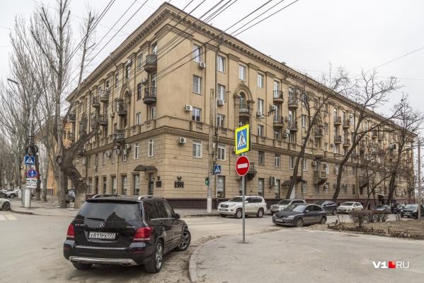 Здание «сталинского ампира» отлично выглядит с фасада и издалека