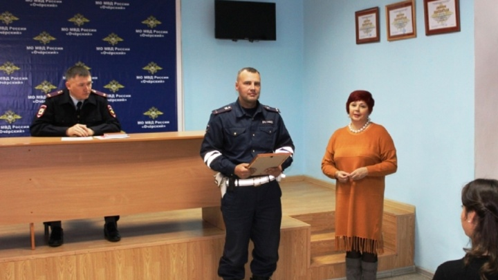 «Прибежал и отогнал трактор»: в Прикамье полицейского наградили за помощь на пожаре
