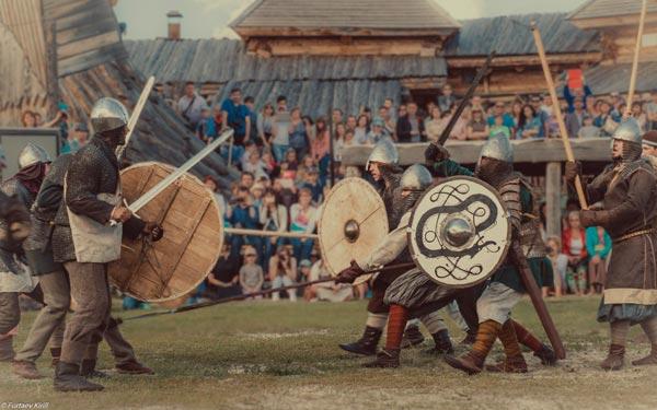 В Абалаке проходят фестивали исторических реконструкций