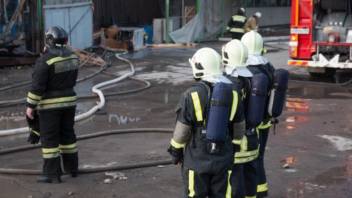 Пожар на «Электрощите» в Самаре тушили 60 человек