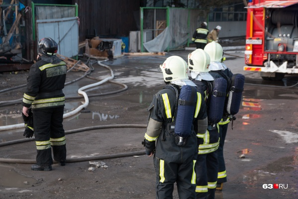 С огнем пожарные справились за полтора часа