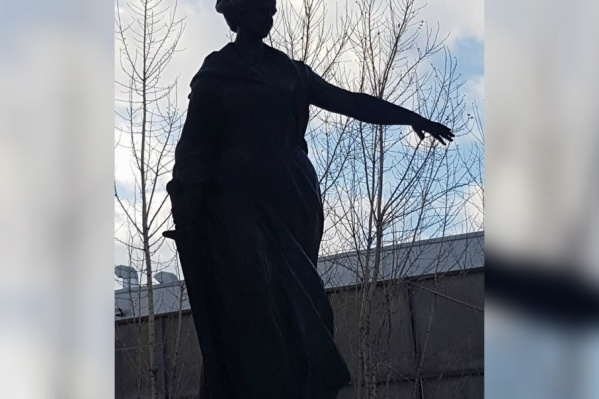 Сейчас памятник стоит на территории завода «Полимермаш»