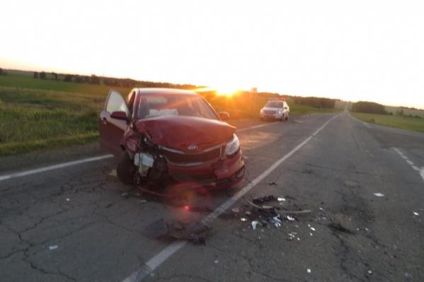 Иномарка протаранила отечественный автомобиль, выехав на встречную полосу движения