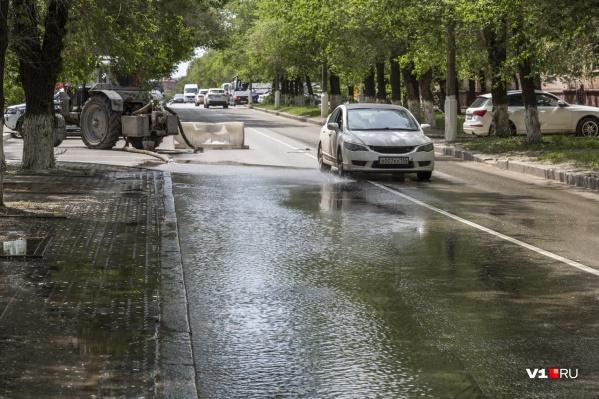 Умытая улица пугает перспективами отключения воды
