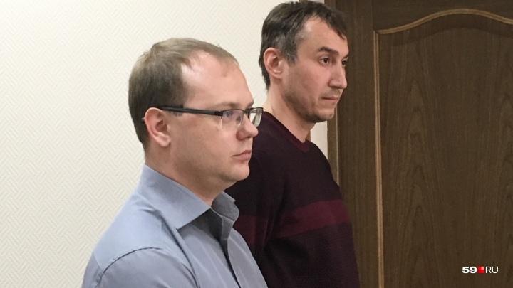 «Он самоустранился от руководства». В Перми судят директора УК, с дома которой на ребенка упал снег
