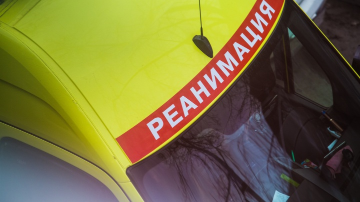 Грузовик влетел в пешехода после аварии на новосибирской трассе