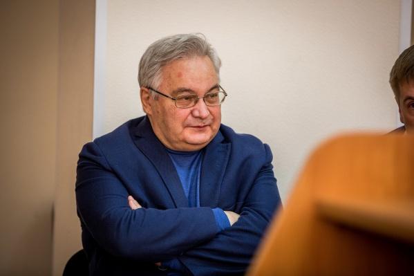 Михаил Садовой получил 3 года колонии общего режима — половину этого срока он провёл на домашнем аресте, это время суд зачтёт