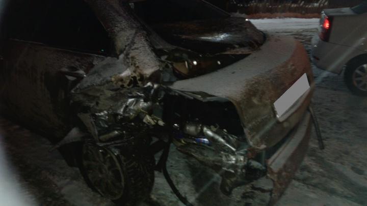 Renault и Nissan отлетели на обочину после жёсткого столкновения на Бердском шоссе