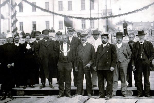 Александр Обухов с цепью мэра на закладке Гостиного двора