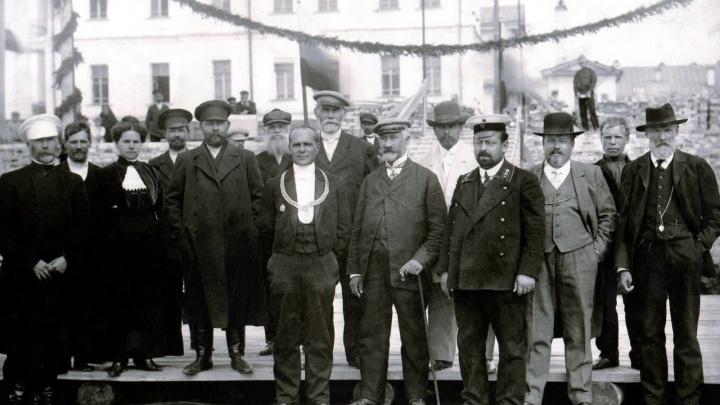 Мэры, которых Екатеринбург любил и наказывал: три истории опальных градоначальников