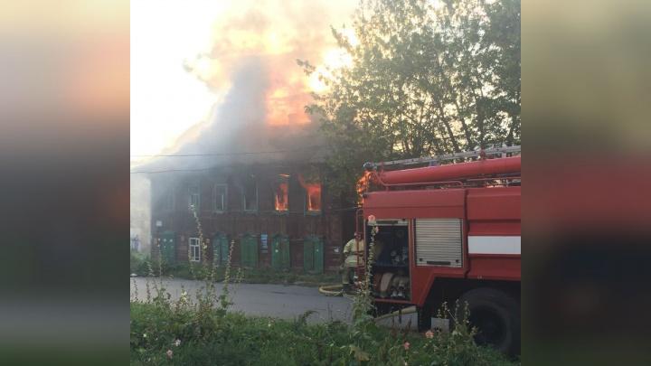 Зарево было видно за сотни метров: в историческом центре Уфы сгорел дом