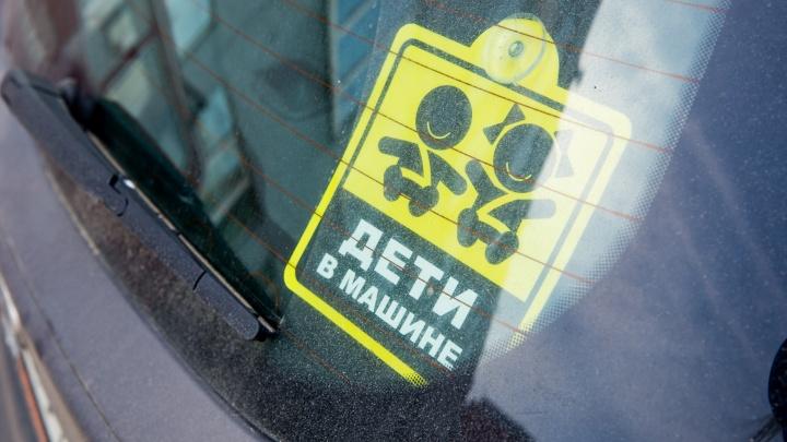 В Гаврилов-Яме полицейский спас заблокированного в машине малыша