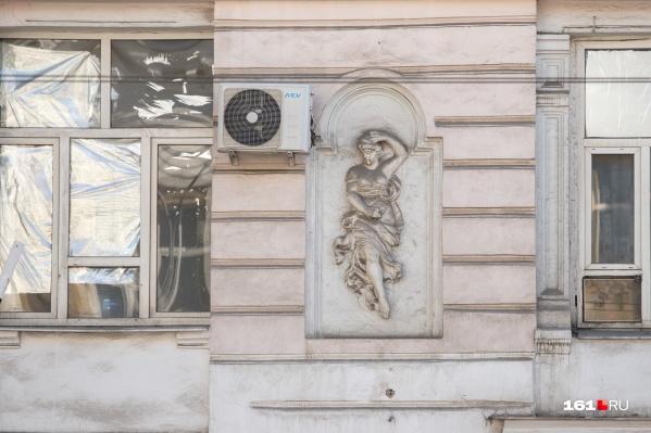 С фасадов исторических зданий уберут спутниковые антенны, телевизионные тарелки и кондиционеры