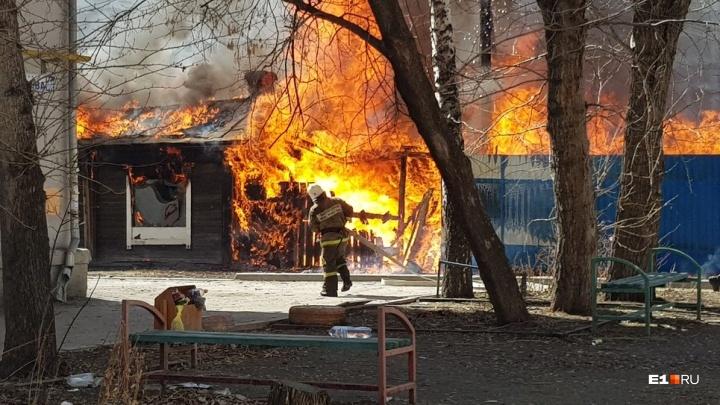 Строители нового квартала у Автовокзала объяснили, какое отношение имеют к сгоревшему частному дому