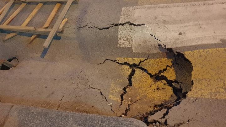 «Это знак божий»: дорога к загсу ушла под землю в Волгограде
