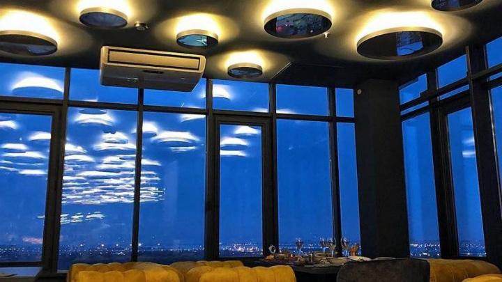 В Омске на высоте 14-го этажа открылся новый бар-ресторан