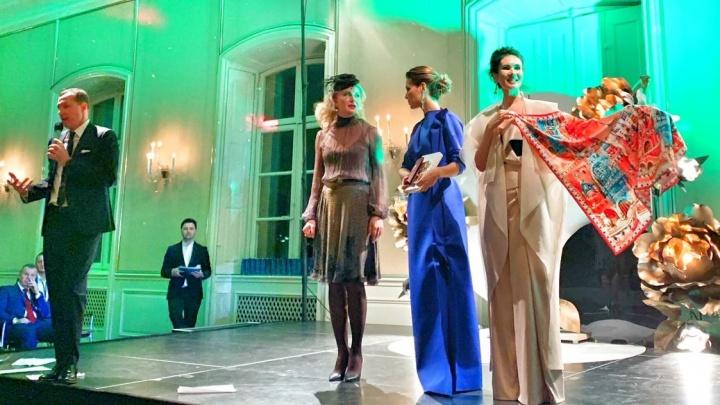 Дизайнер из Екатеринбурга продала свой платок за 2000 евро на аукционе Дмитрия Нагиева