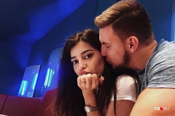 Влюбленная пара МарияАтаян и ИванХиценко в тюменском кинозале