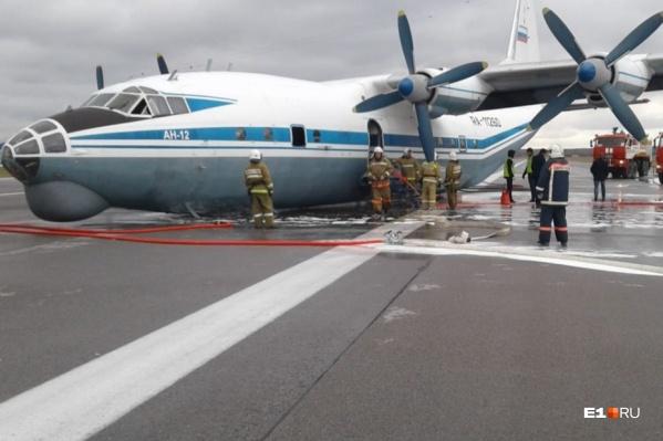 Самолет сел с невыпущенными шасси