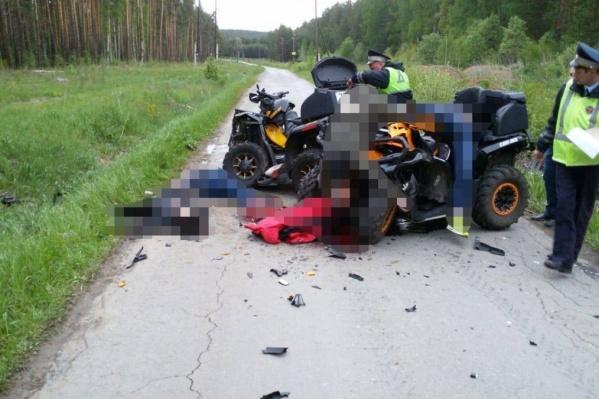 Единственная выжившая в столкновении сидела третьим пассажиром на одном из квадроциклов