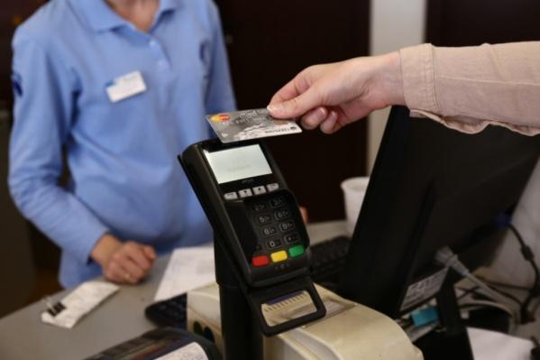 На каждого жителя Новосибирской области в этом году выпустили в среднем по две банковских карты