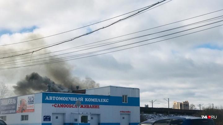 На «Меридиане» в Челябинске загорелась автомойка самообслуживания