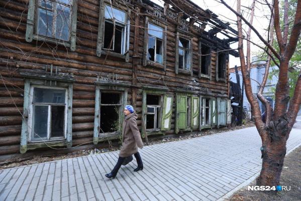 Ветхий дом на Ленина, 154 завесят баннером
