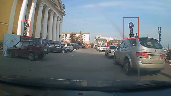 Театр абсурда: челябинец оставил машину под закрытыми знаками возле Оперного, но её эвакуировали