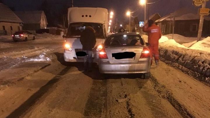 Водитель «Шевроле» засмотрелся на вывески и перекрыл движение на Гурьевской