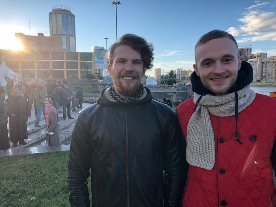 Александр Мезенин слева