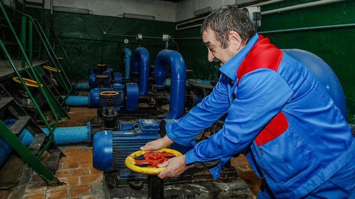 В многоквартирном доме в Ростове летом включили отопление