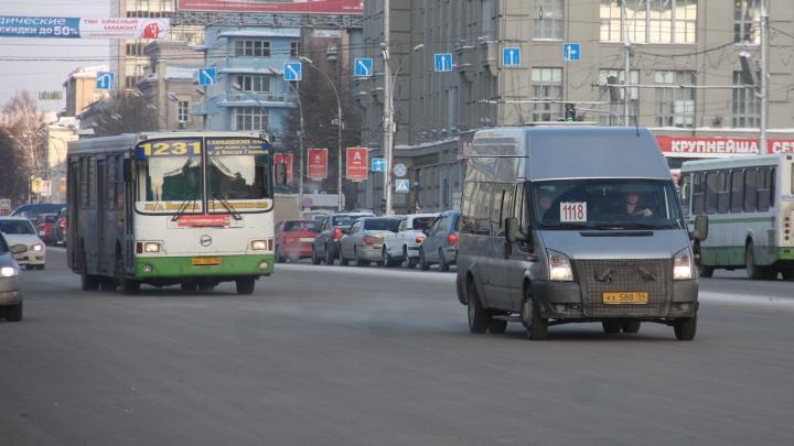 В Новосибирске снимают автобусы с маршрутов из-за проблем с ОСАГО