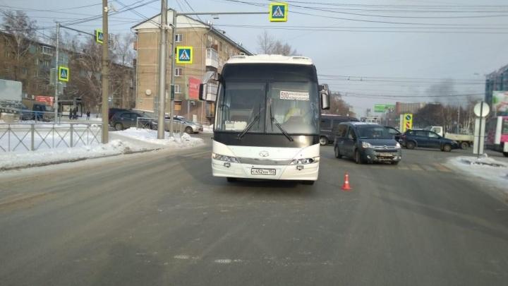 Пассажирский автобус сбил женщину на Немировича-Данченко