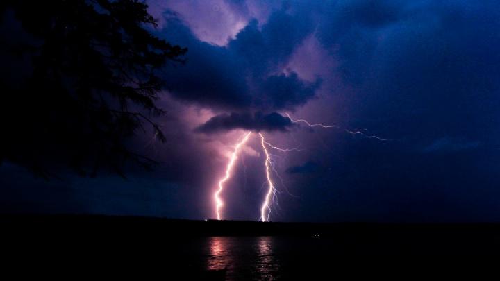 МЧС предупреждает о грозах и сильном ветре