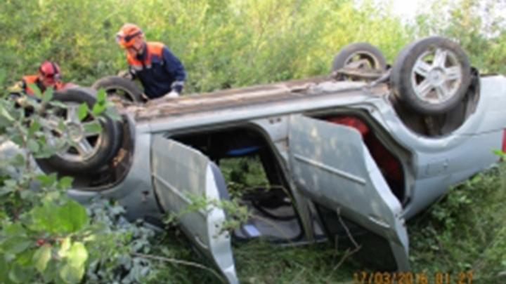 В Ярославском районе перевернулся «Рено»: два человека пострадали