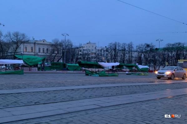 Палатки сдуло на дорогу