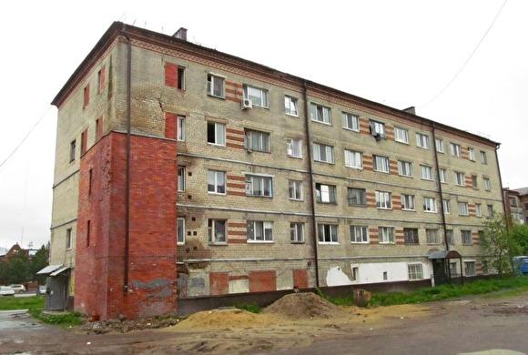 Люди покидали квартиры ночью. В Тобольске экстренно расселили аварийную пятиэтажку