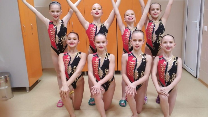 «Забрали почти все медали»: маленькие синхронистки из Екатеринбурга выиграли крупный турнир в Москве