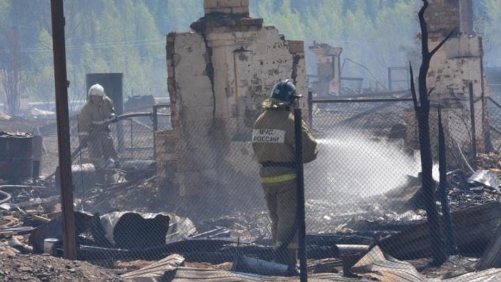 Дым взмывал высоко в небо: в Емельяново выгорел рыбный цех