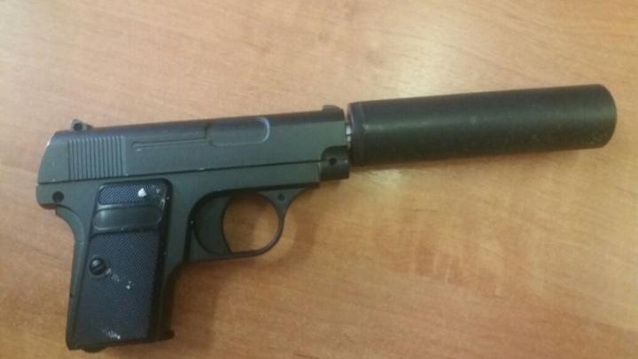 Новосибирский таксист сдал полиции пассажира с игрушечным пистолетом