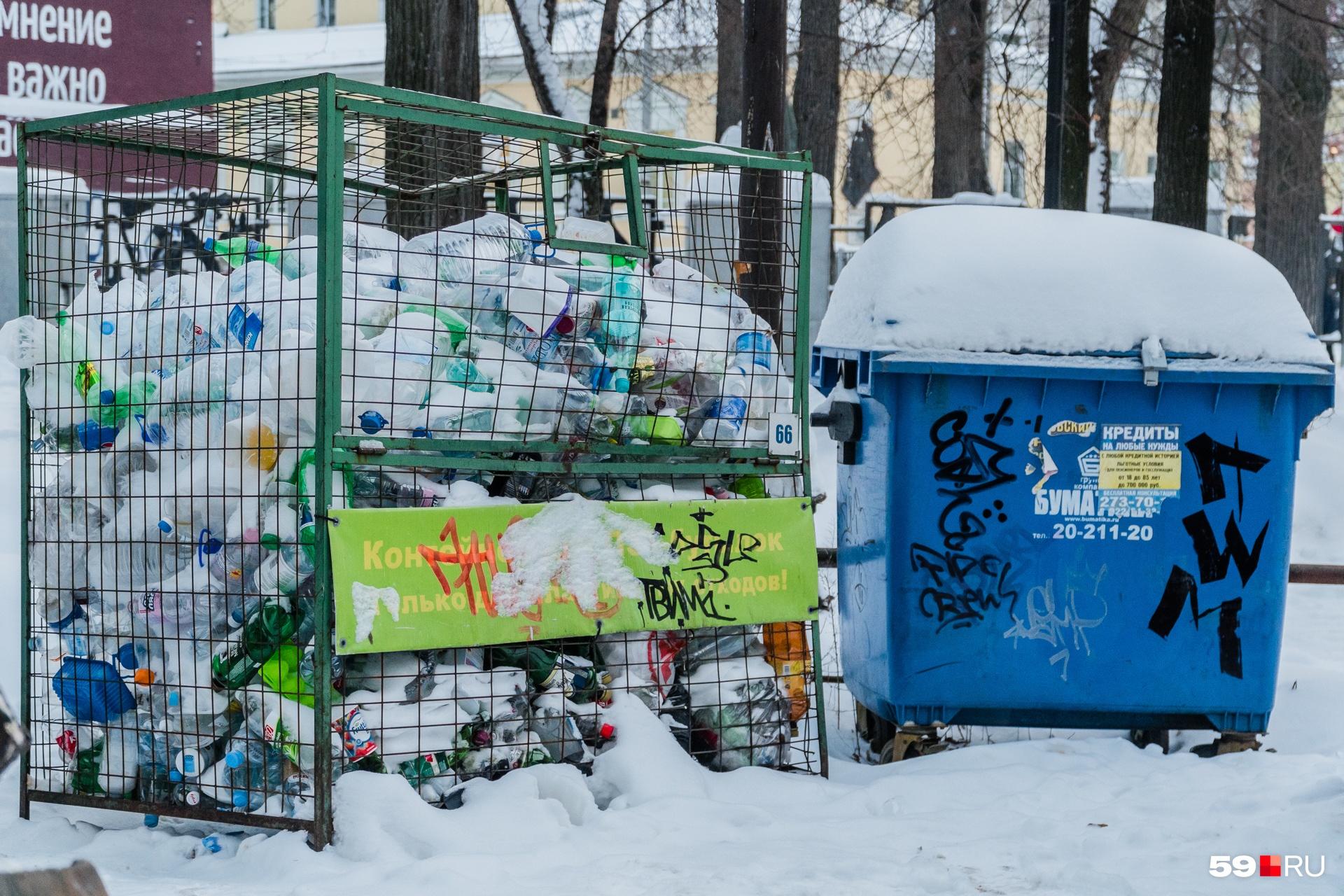Раздельный сбор мусора пока производится так — отдельные «ловушки»для пластика