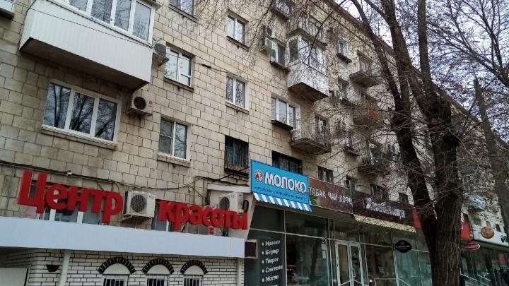 Из-за крупной аварии в центре Волгограда до полудня без света остались банки и магазины