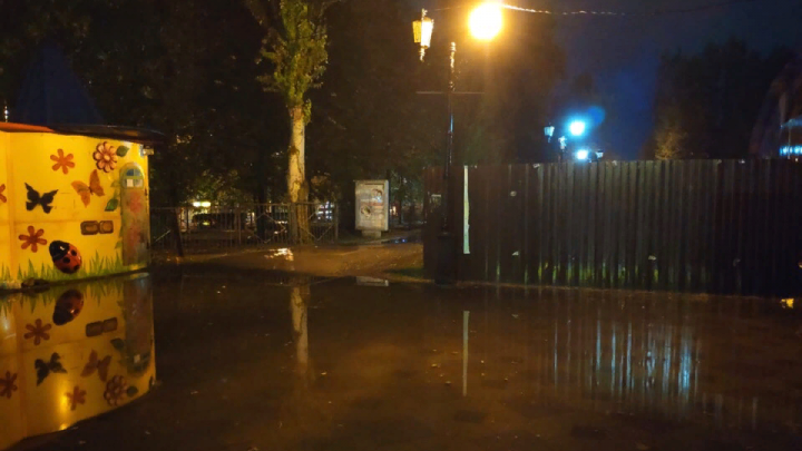 Ливень в Ростове затопил несколько районов. Город стоял в пробке три часа