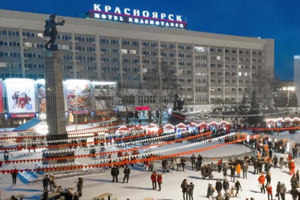 Театральная площадь — одно из знаковых мест Красноярска, куда горожане ходят гулять и показывают гостям города