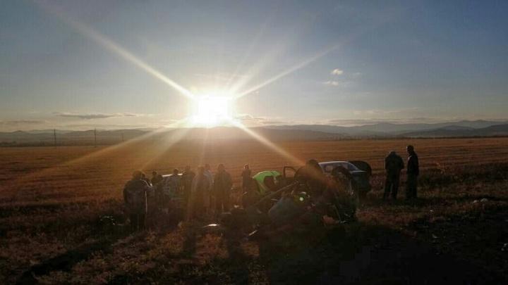 На границе Челябинской области и Башкирии лоб в лоб столкнулись легковушка и мотоцикл